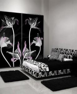 Tapeta w czarnym kolorze z białymi tulipanami