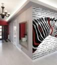 Zebra z czerwonymi paskami na fototapecie
