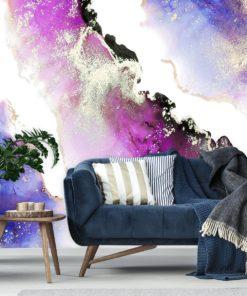 Niebiesko-fioletowe mazaje na tapecie do salonu