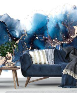 niebieska fototapeta do salonu z kanapą