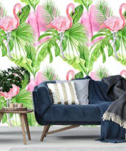 Dekoracja z flamingami na tle tropikalnych liści