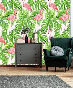 nowoczesny salon z fototapetą w różowe flamingi