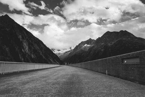 Fototapeta z drogą między górami