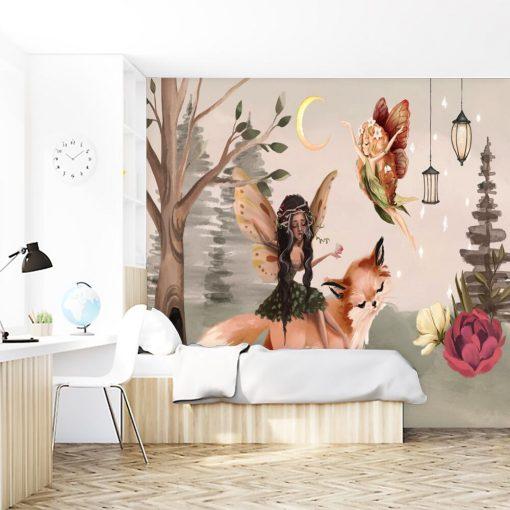 Pastelowa fototapeta do dziecinnego pokoju z leśnym motywem latającej wróżki